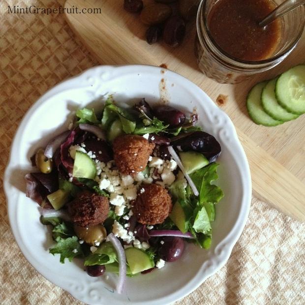 Mediterranean Salad with Gluten Free Falafel via MintGrapefruit.com #saladswap #momsmeet
